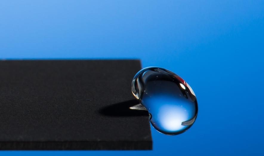 Wissenschaftler stellen Oberfläche her, die Wasser abprallen lässt