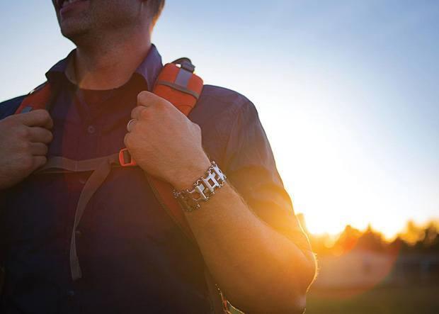 Das Leatherman Armband – 25 Werkzeuge für Unterwegs