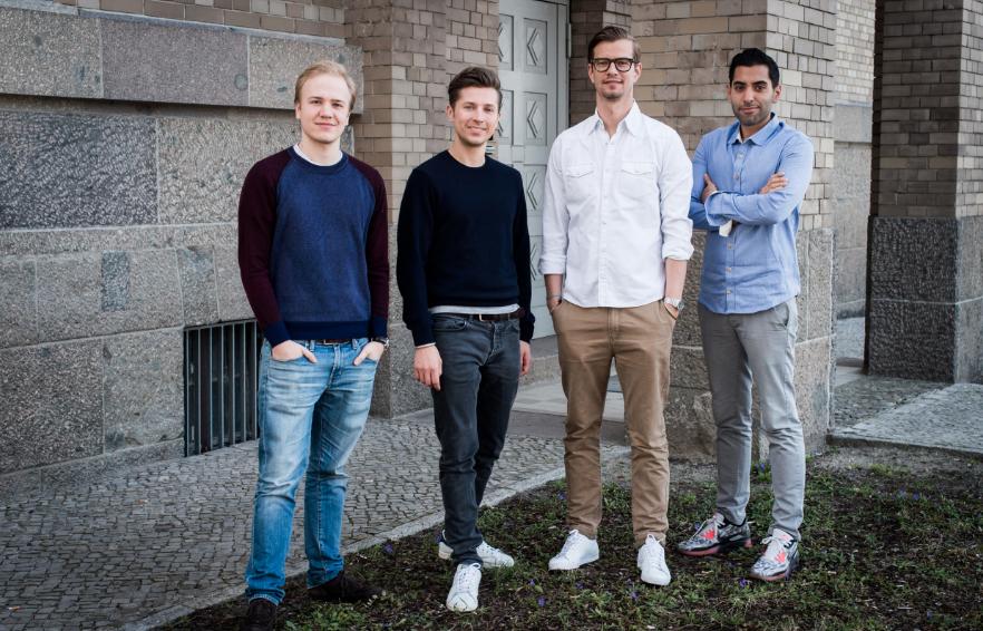 """Ashton Kutcher investiert in deutsches Startup """"GoButler"""" von Spaßvogel Joko"""