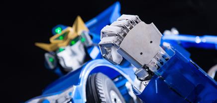 Und dann verwandelt sich das Auto in einen gehenden Roboter…