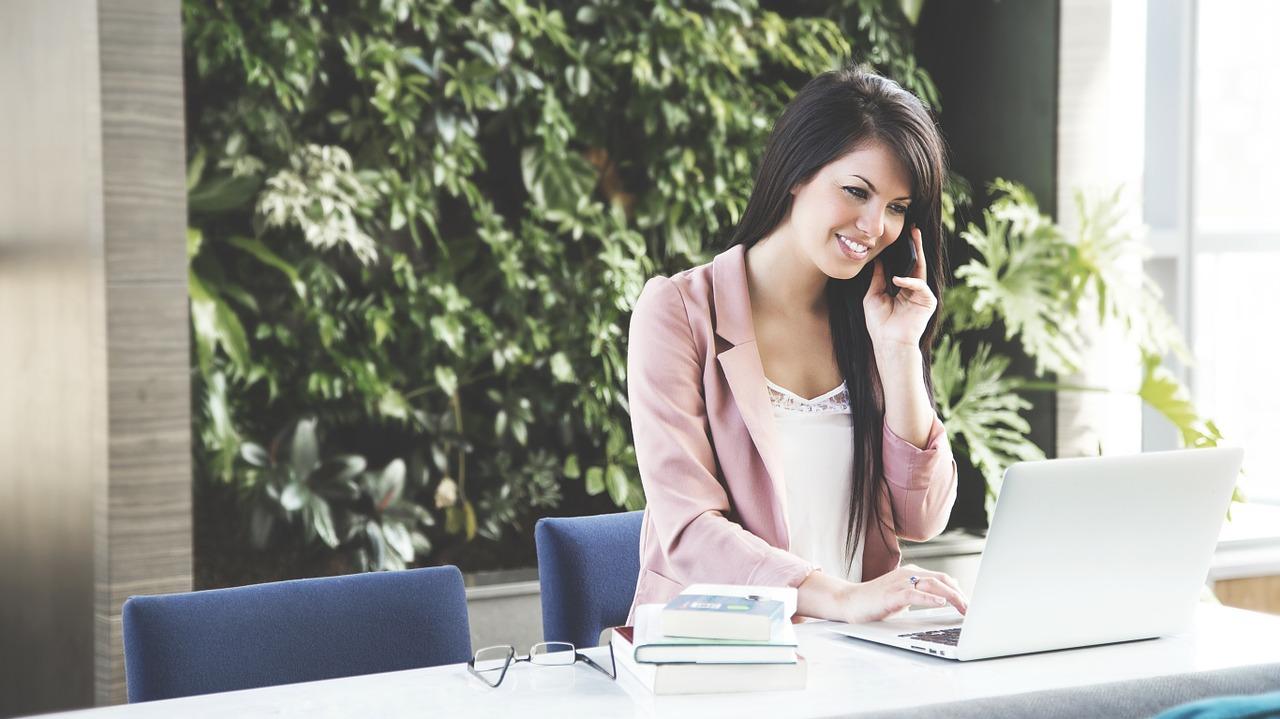 Männer und Frauen der Digitalbranche einig: Familienplanung ist Karrierekiller