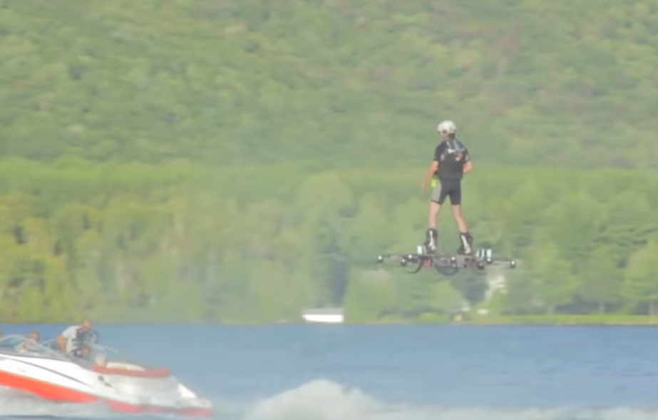 Video vom Weltrekord im Hoverboard Fliegen: Fast 280 Meter weit fliegt es