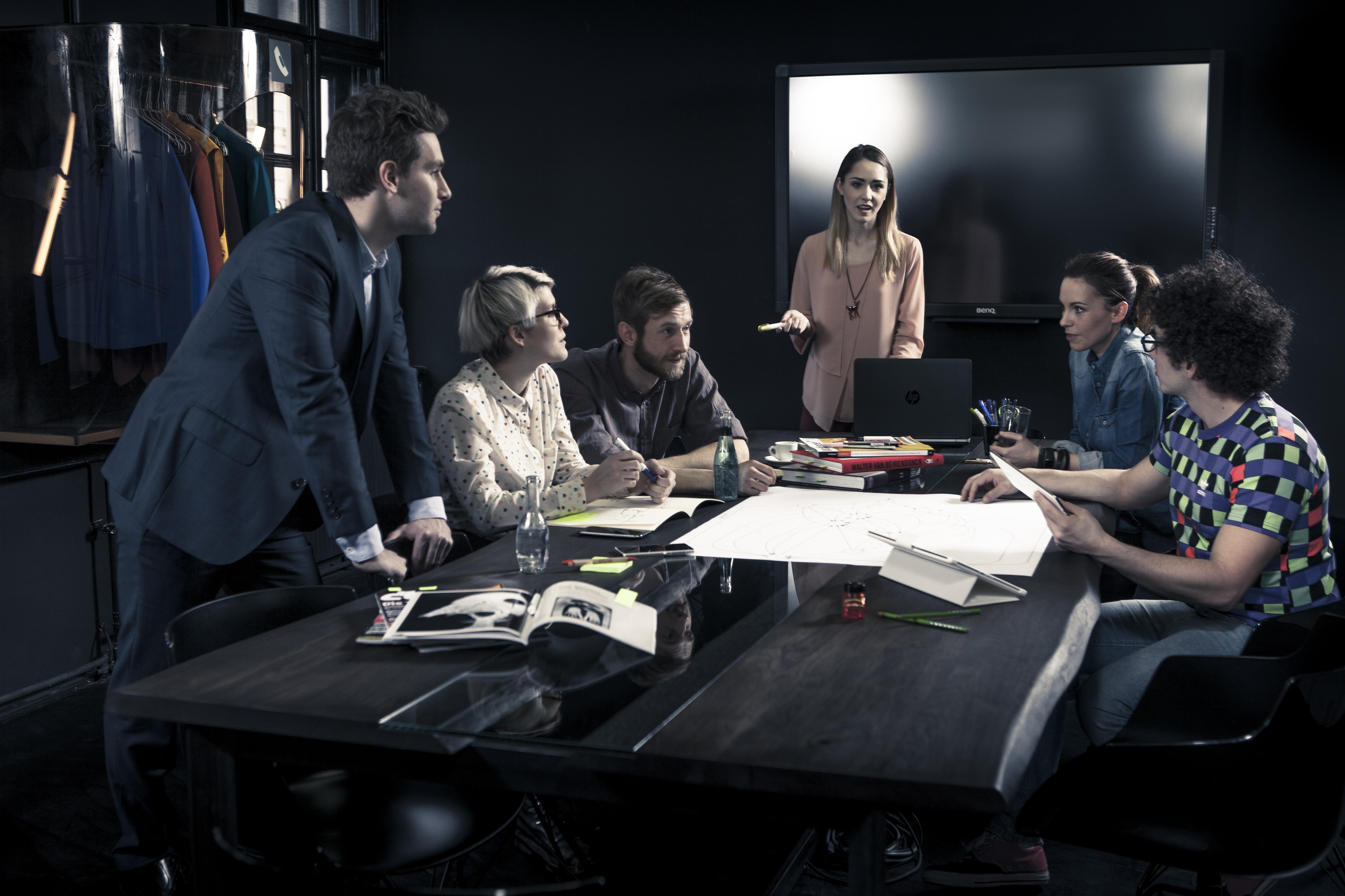 Gewinnspiel: A1 und Brutkasten schicken 5 Startups zum ersten .roundtable mit Staatssekretär Harald Mahrer