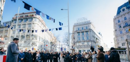 """Stadtrekord: Unternehmer hängen """"letztes Hemd"""" auf längste Wäscheleine Wiens"""