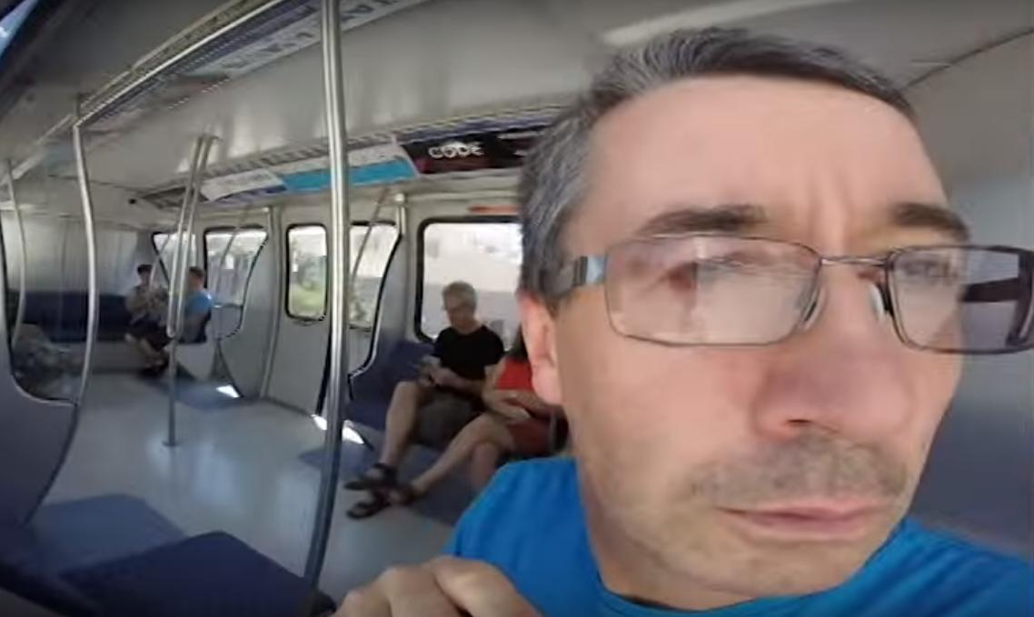 Verdrehte Welt: Vater filmt sich eine Reise lang selbst