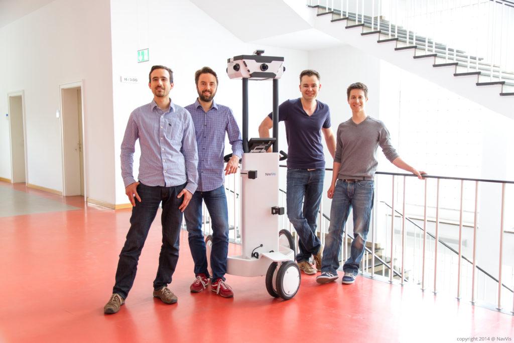(c) NavVis. Das Gründer-Team mit ihrem Trolley