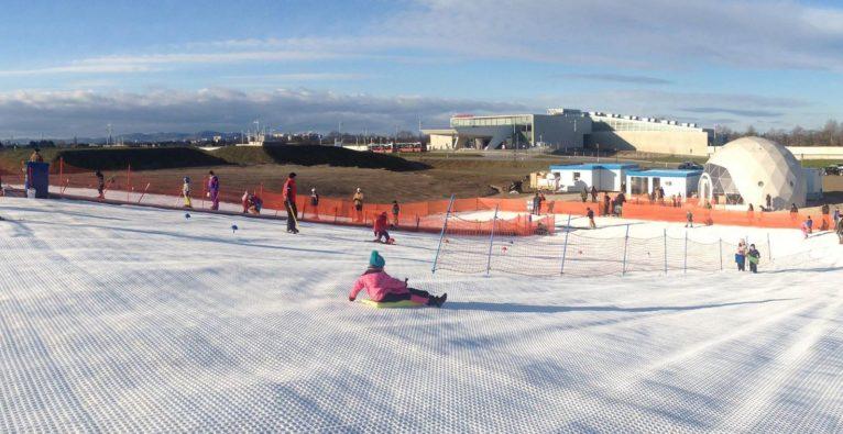 Schneeerlebniswelt Aspern: In Wien auch bei 30° Skifahren