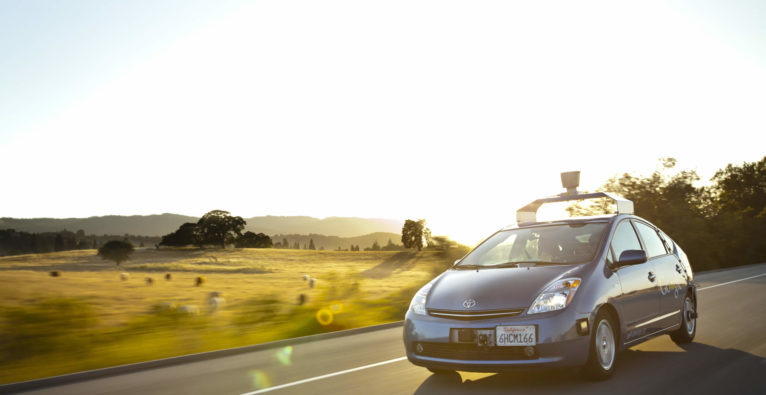 Selbstfahrende Autos von Google bauen Unfälle