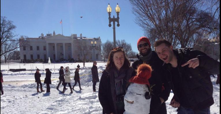 Schneemann: Max Schrems mit Snowden vor weißem Haus gesichtet