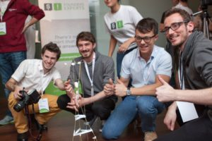 (c) Startup Life: Teilnehmer mit Ideen oder solche, die an Ideen gerne mitarbeiten wollen, finden an diesem Wochenende zusammen und entwickeln die Grundidee gemeinsam weiter.