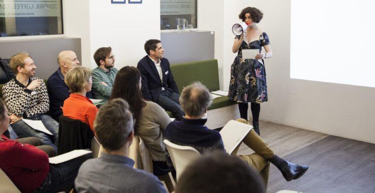 Learning Lounge: Neukurs probiert es offline und trifft ins Schwarze