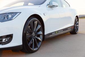 Der Tesla beschleunigt von 0 auf 100 km/h in 3,3 Sekunden. (c) ecar-rent