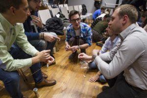 Marshmellow-Challenge: Wer baut den höchsten Turm? (c) Entrepreneurship Avenue.