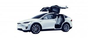 Flügeltüren als markantes Kennzeichen des Model X. (c) Tesla