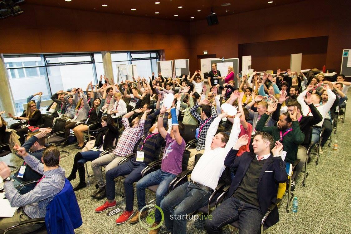 Die Mexican Wave ging mehrmals durchs Publikum. Facebook Startup Live