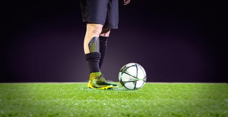 ZWEIKAMPF: Linzer Startup schützt Fußballer mit 3D-gedruckten Schonern