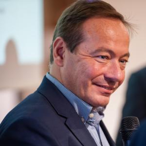 (c) i5 invest: Martin Bittner gibt seine Erfahrungen an große Unternehmen weiter.