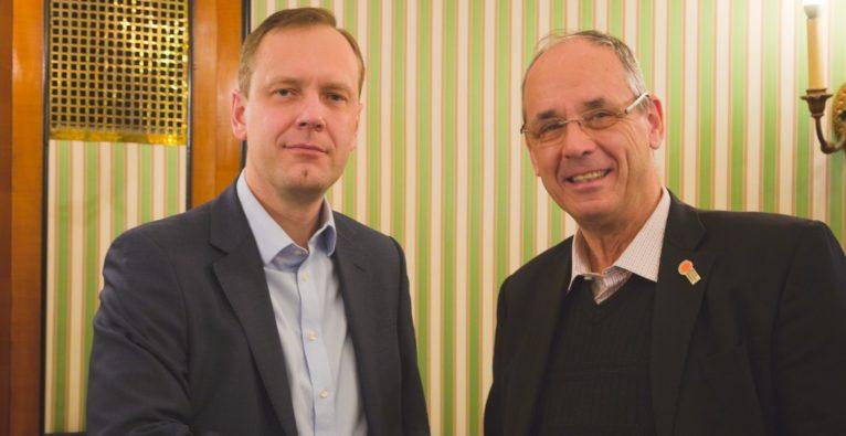 Karmo Kaas-Lutsberg (links) von Bonnier und Peter Bruck (rechts) von KnowledgeFox.