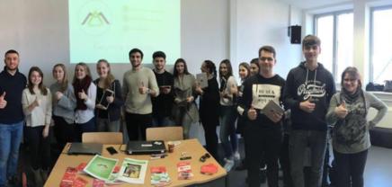 Amlogy: Das Schulbuch wird lebendig