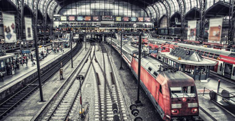 Warum Bahnunternehmen bei der Parkplatzsuche helfen