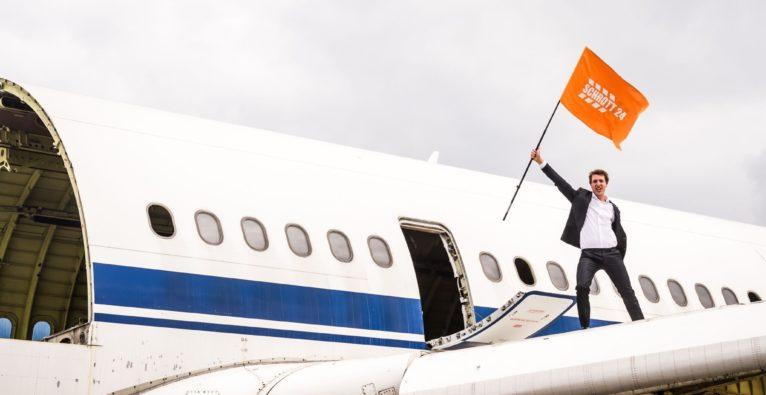 Schrott24 zerlegt Regierungsflugzeug