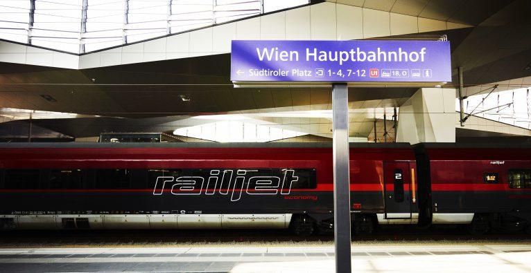 Drei AI-Startups pitchen im Railjet zur Ars Electronica vor dem ÖBB-Management