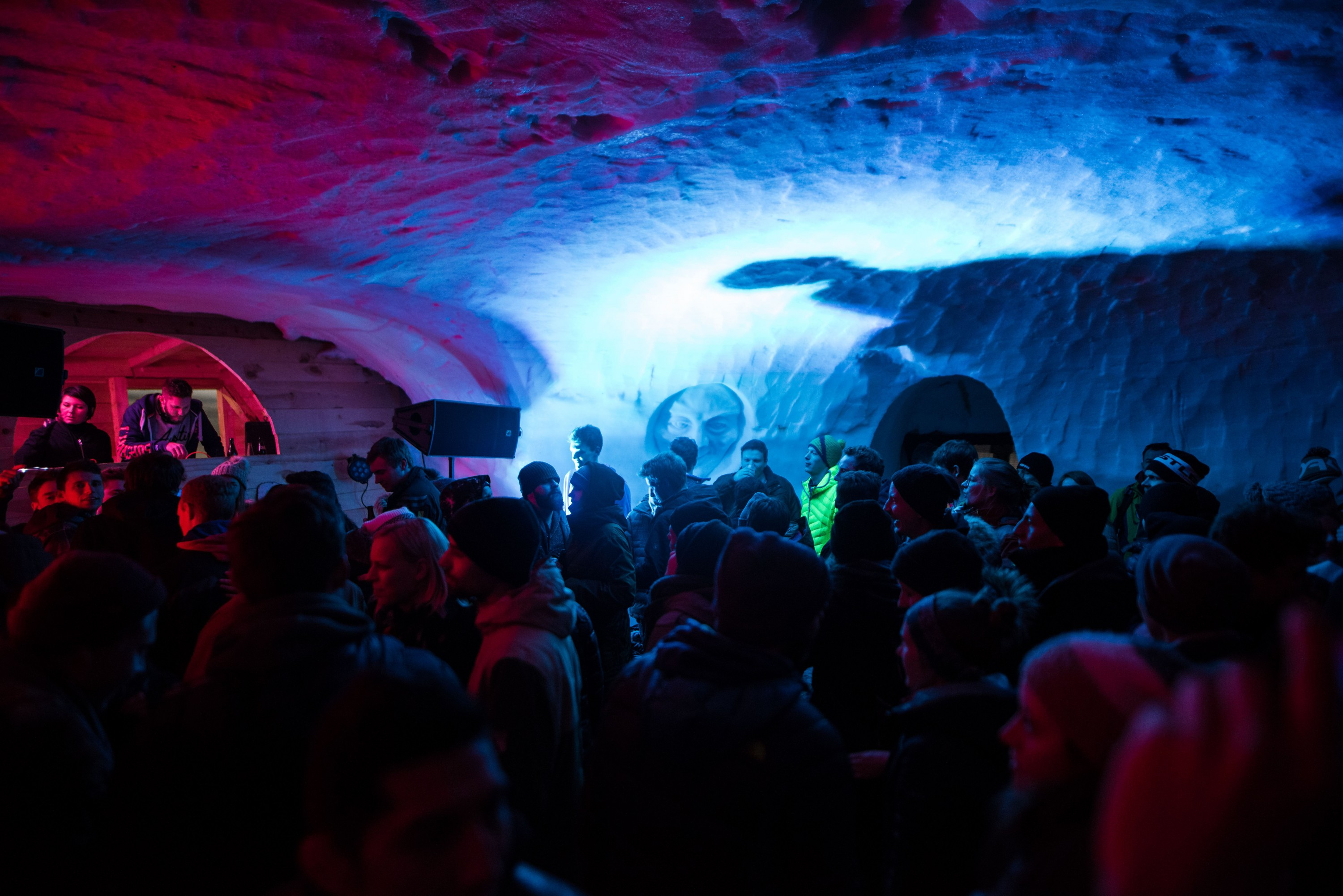 Skinnovation: Party im Iglu