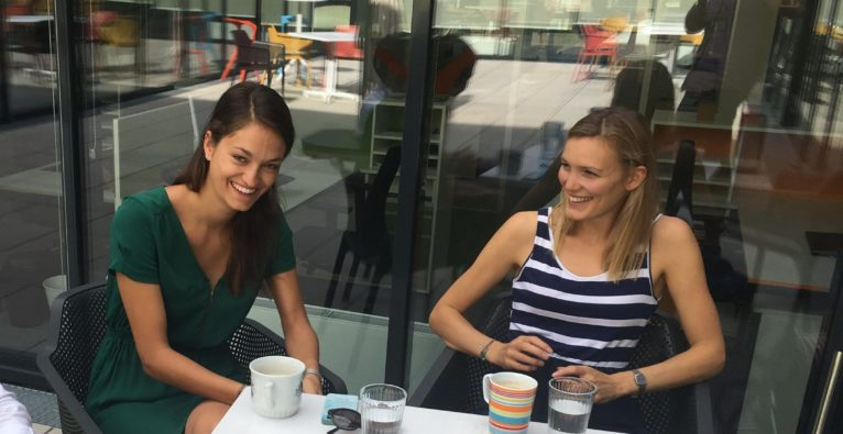 Die More Than One Perspective-Co-Founderinnen Lisa-Maria Sommer (l.) und Nina Poxleitner (r.) wurden unter die 30 under 30 Europe gereiht.