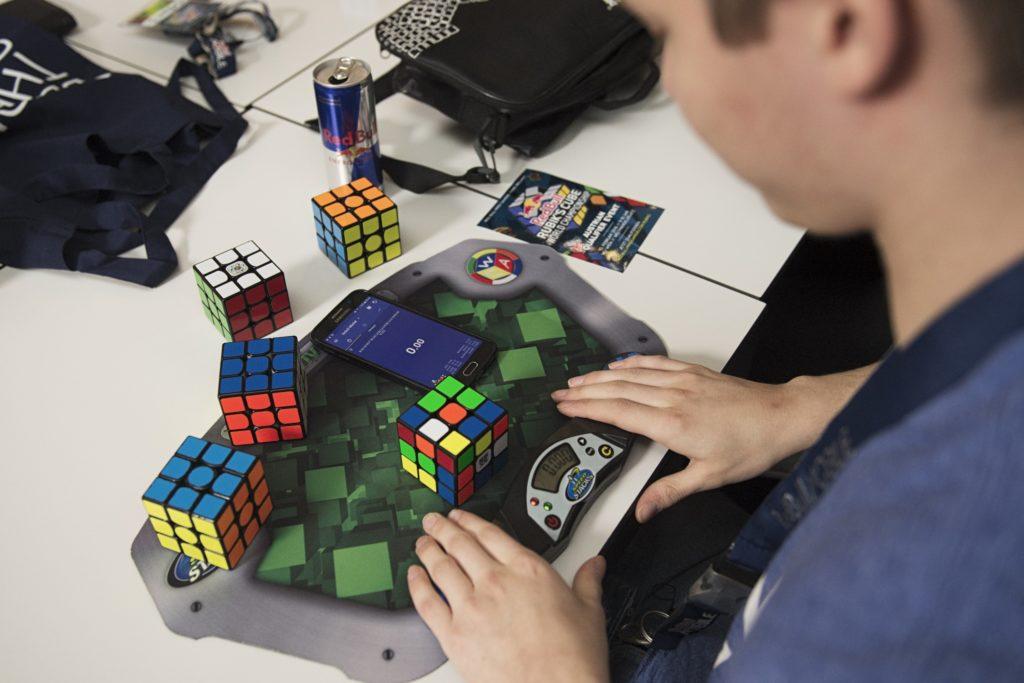 Rubik's Cube lösen auf Zeit