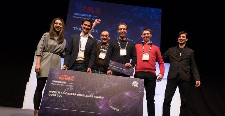 Pioneers: Siegerfoto mit embotech-Team