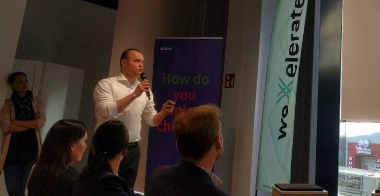 Loyalcraft: Founder und COO Simion Hurghis bei einer Präsentation im WeXelerate