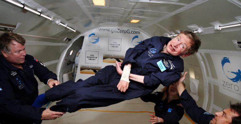 NASA: Stephen Hawking bei einem Parabel-Flug in der Schwerelosigkeit