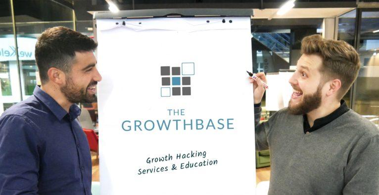 Tamir Israely (Hackabu) und Adrian Zettl-Singh (TheVentury, neuer GF TheGrowthbase) präsentieren das neue Joint Venture
