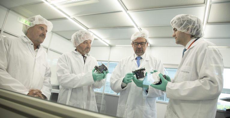 v.l.n.r. Abg.z.NR Hans Rädler, Dr. Andreas Geissler (Bereichsleiter FFG), Dr. Josef Aschbacher (ESA Direktor), Dr. Alexander Reissner (CEO Enpulsion) - Enspace
