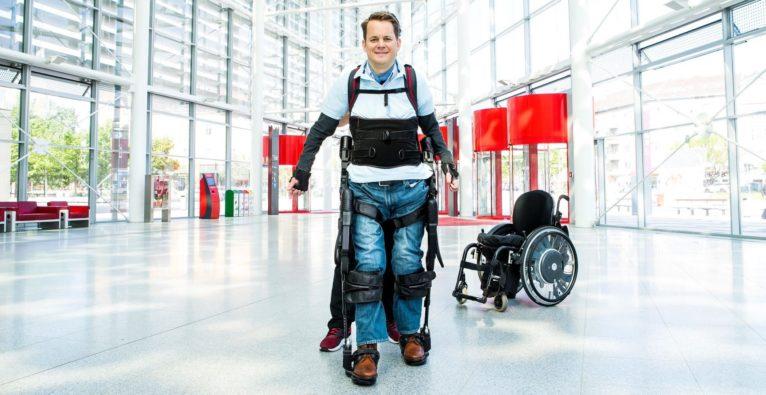 Exoskelett, bionischer Anzug, Behinderung, Gelähmt, Lähmung, MyAbility, Gehen, Österreichische Lotterien