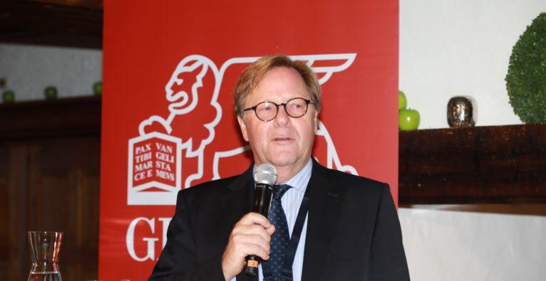 (c) Richard Tanzer. Auf dem Forum Alpbach sprach Willibald Cernko, Risikovorstand der Erste Group Bank AK über Kooperationsmöglichkeiten von FinTechs/Challenger-Banken und etablierte Banken, sowie über Chancen und Hürden bei der Digitalisierung des Bankensektors.