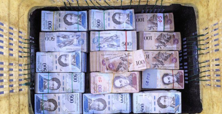 Die hyperinflationäre venezolanische Währung Bolivar wurde ausgetauscht (Bolivar Soberano) und zugleich an die Kryptowährung Petro gebunden.