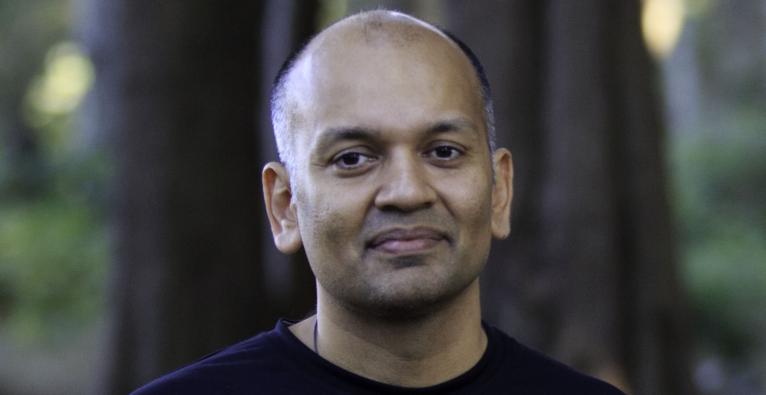Nipun Mehta gründete den ServiceSpace, über welchen unentgeltlich Dienste von über 500.000 im Wert von vielen Millionen Dollar umgesetzt werden. Derzeit arbeitet er daran, andere Arten von Kapital in den Markt einfließen zu lassen.