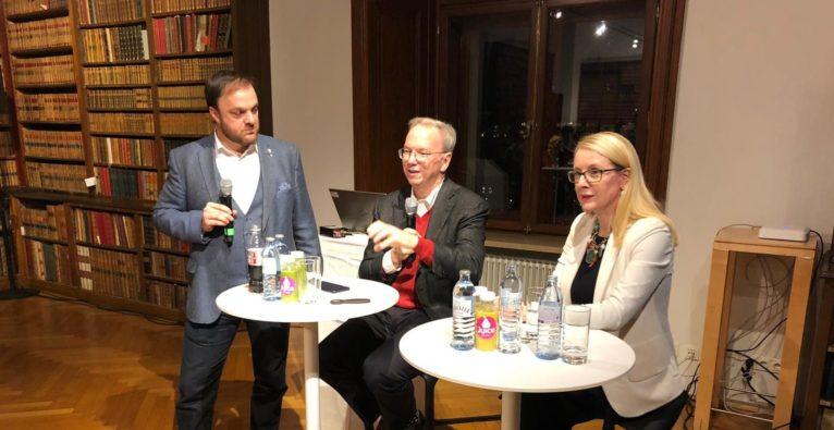 Mic Hirschbrich (updatemi), Eric Schmidt und Margarete Schramböck
