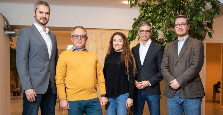 bsurance - das Führungsteam v.l.n.r.: Alexander Geier (CMO), Lorenz Gräff (CEO), Diana Medanova (COO), Franz-Xaver Burner (CSO), Michael Leitner (Head of Project Delivery)