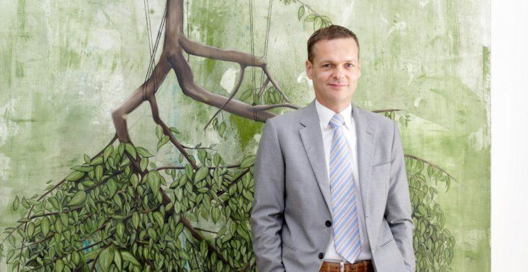 CMS Partner Gregor Famira ist in Österreich und CEE für das Startup-Programm CMS equIP verantwortlich.