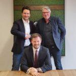 (c) Chris Wittlinger, Dejan Jovicevic und Cornelius Büchner nach dem Signing des Kaufvertrages im Münchener Notariat