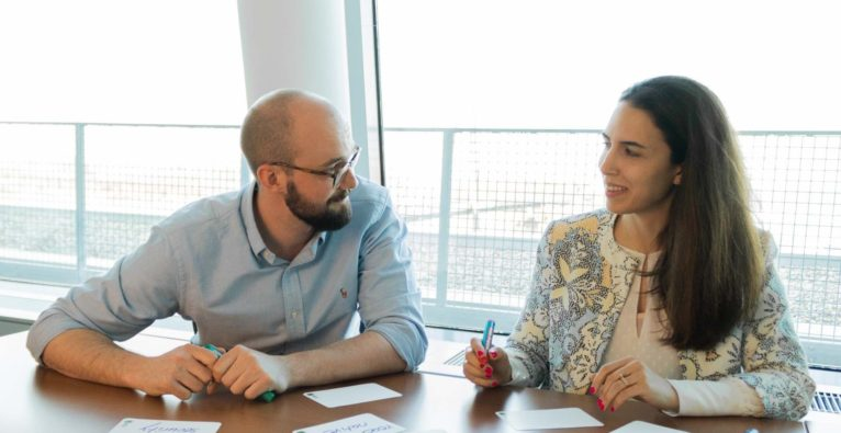 """ITSV GmbH: Dominik Vogel und Saba Elahi arbeiten an der MeineSV """"Multipurpose App"""" - Customer Experience (CX) spielt dabei eine entscheidende Rolle"""