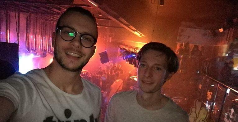 triply: Zwei der drei triply-Co-Founder, Sebastian Tanzer und Christopher Stelzmüller, bei der Arbeit