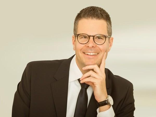 Notar Lukas König erklärt die Vorsorgevollmacht für den Fall der Geschäftsunfähigkeit des Unternehmers