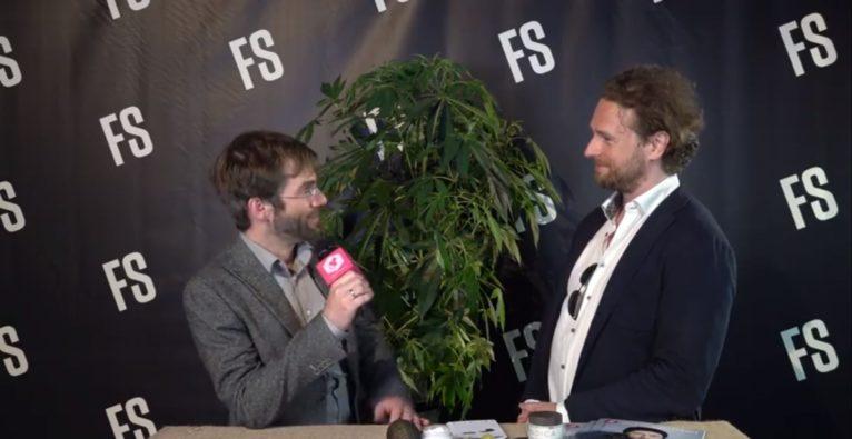 Christoph Richter stellt seine neue Creme mit CBD vor