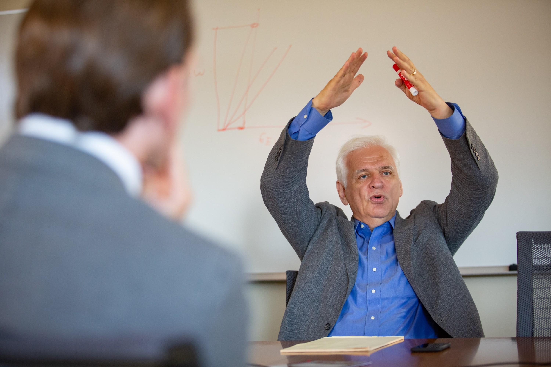 Stanford-Physik-Professor Friedrich Prinz mit einem Plädoyer für Wasserstoff