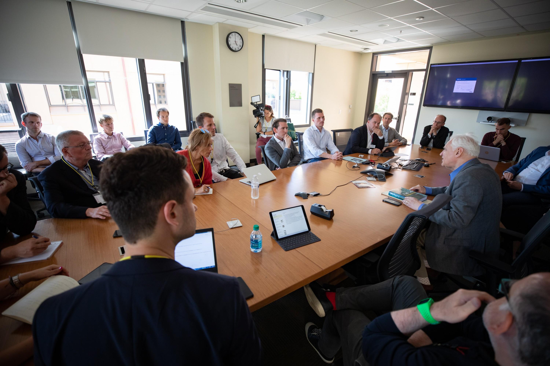 brutkasten-CEO Dejan Jovicevic beim Meeting in Stanford