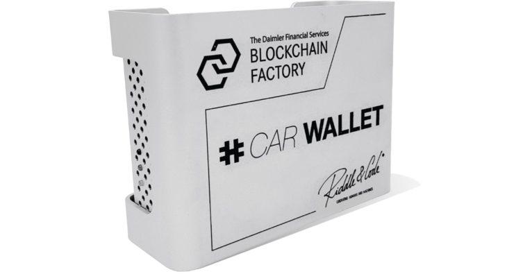 riddle&code: So sieht die hardware car wallet für Daimler aus