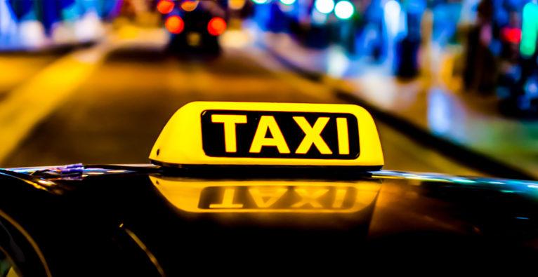 Keine Lizenz: Deutscher Taxiverband klagt Uber